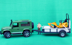 bruder-land-rover-trailer-man